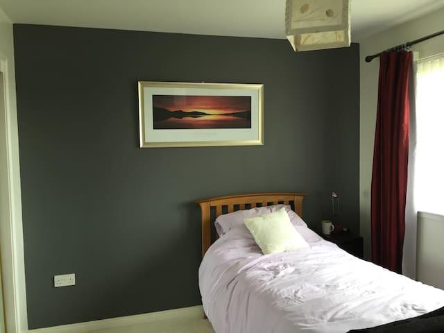 Cosy room in a nice neighbourhood-good views - Highland - Casa