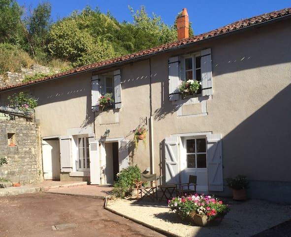 La Petite Maison du Tailleur de Pierre - Charroux - 단독주택