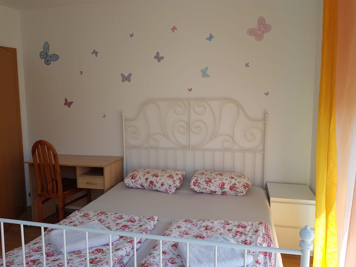 Rooms in houseAE.Close to Bus Metro
