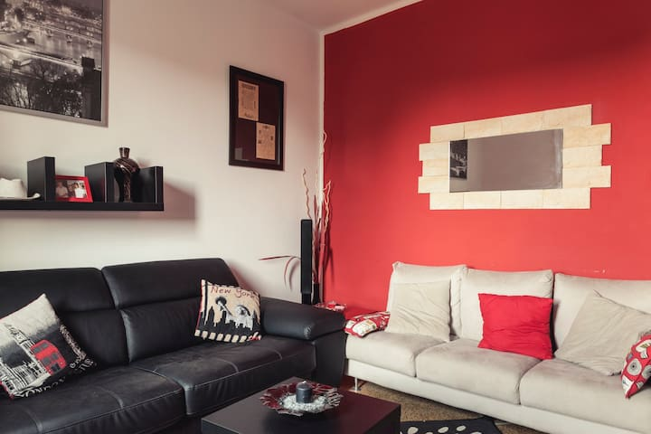 Bright flat in good position - parking! - Bologna - House