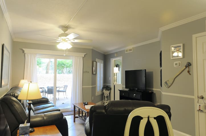 LG 1210 Sq ft 2BR/2BA Condo close to Coligny/Beach - Hilton Head Island - Byt