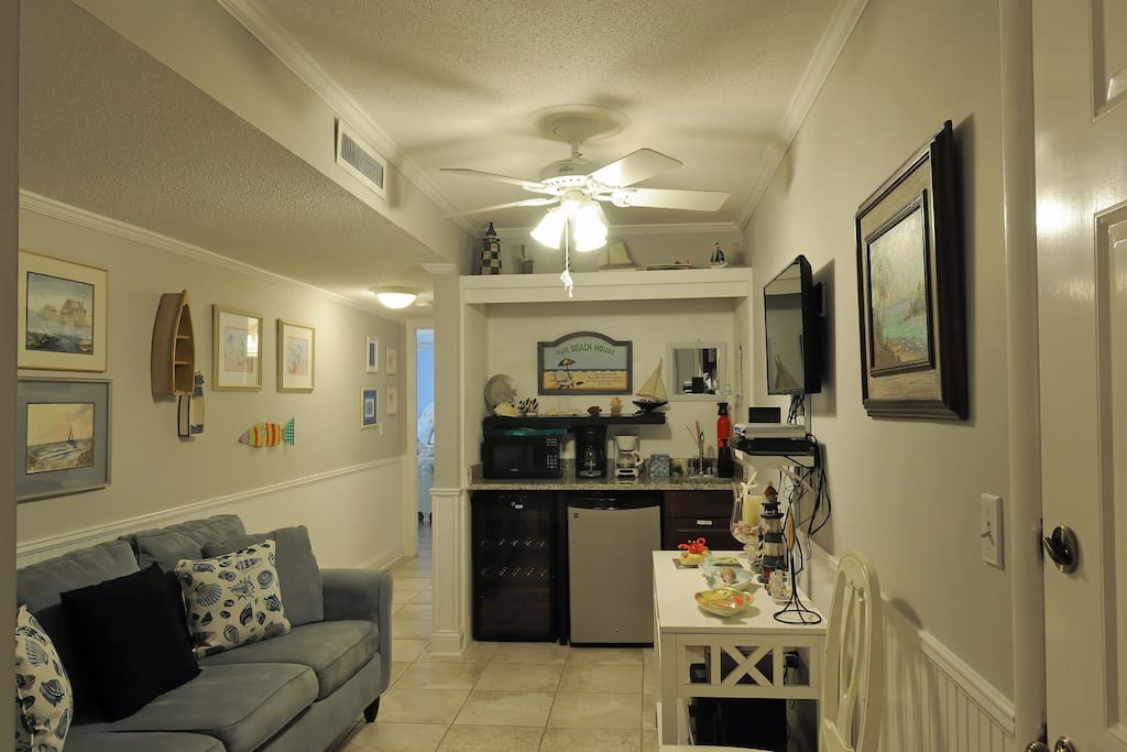Small den with wet bar, small refrig & wine cooler