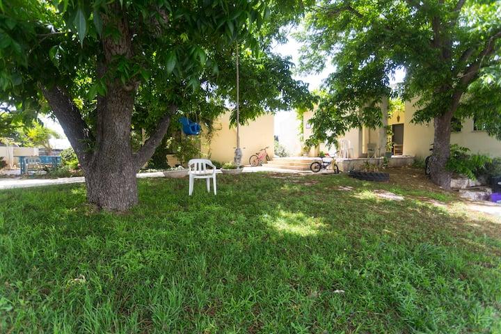 בית קרקע שקט 2 חדרים במושב. 2 room in quiet place