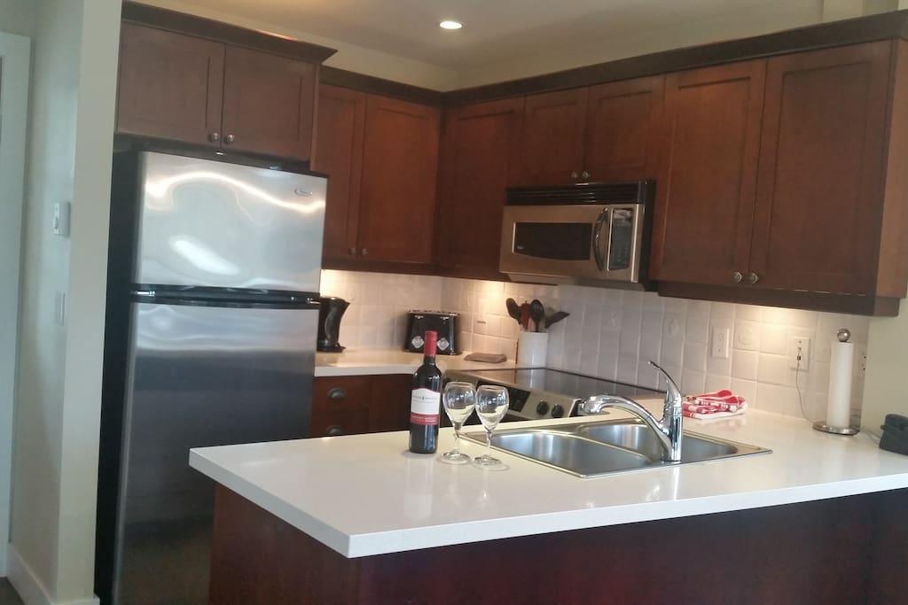 Full Kitchen with Dishwasher