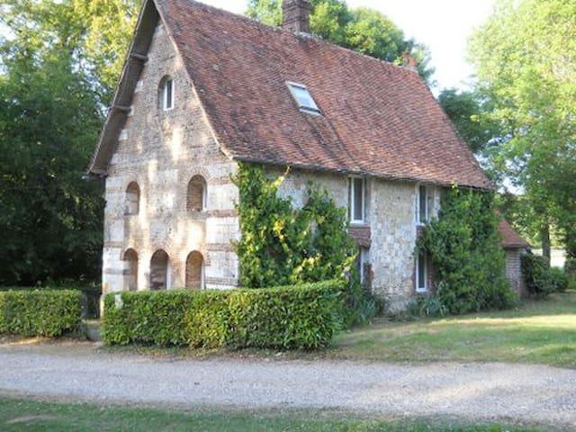 Le Prieuré, ds domaine Louis XIII - Saint-Pierre-des-Jonquières