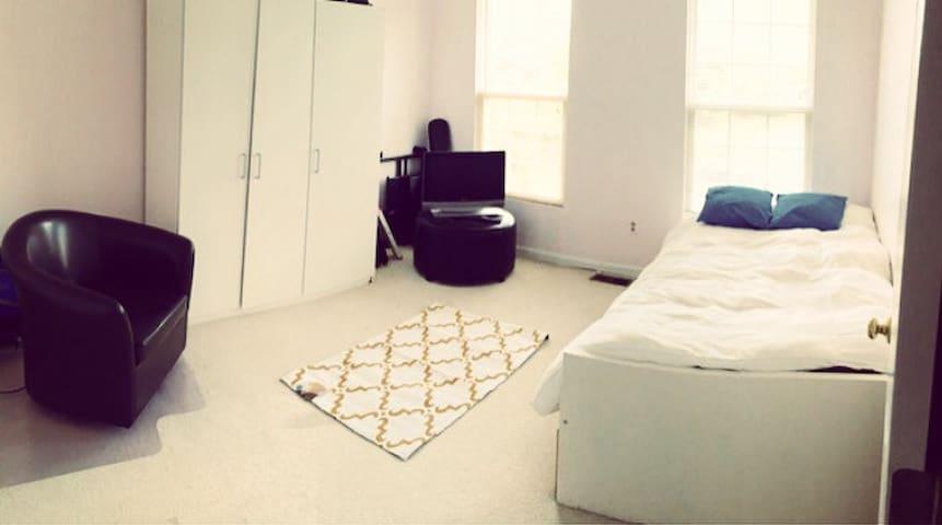 Private Bedroom with Full Bath - Fairfax - Řadový dům