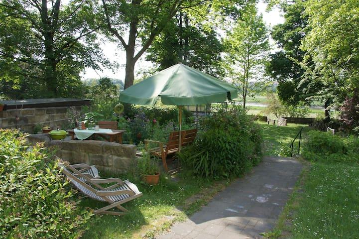 Cozy garden apartment on the river Elbe - Dresden