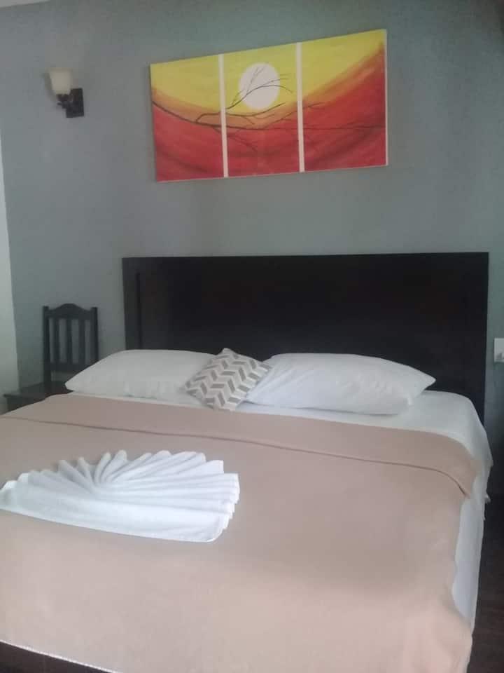 HOTEL 41 HABITACIÓN DOBLE (BREAKFAST INCLUDED)