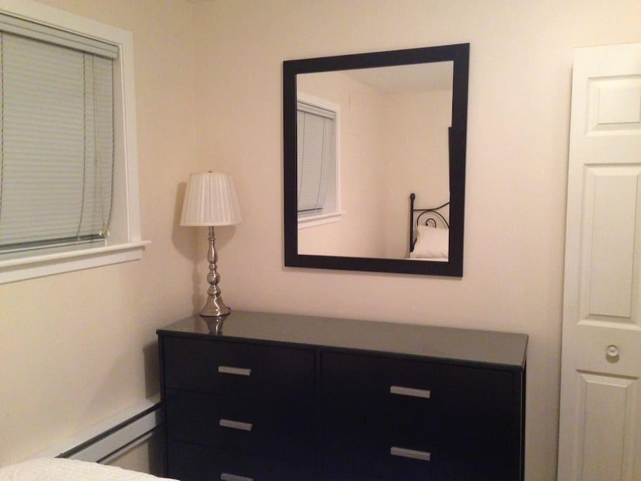 Vanity mirror and 6 large drawers for clothing storage