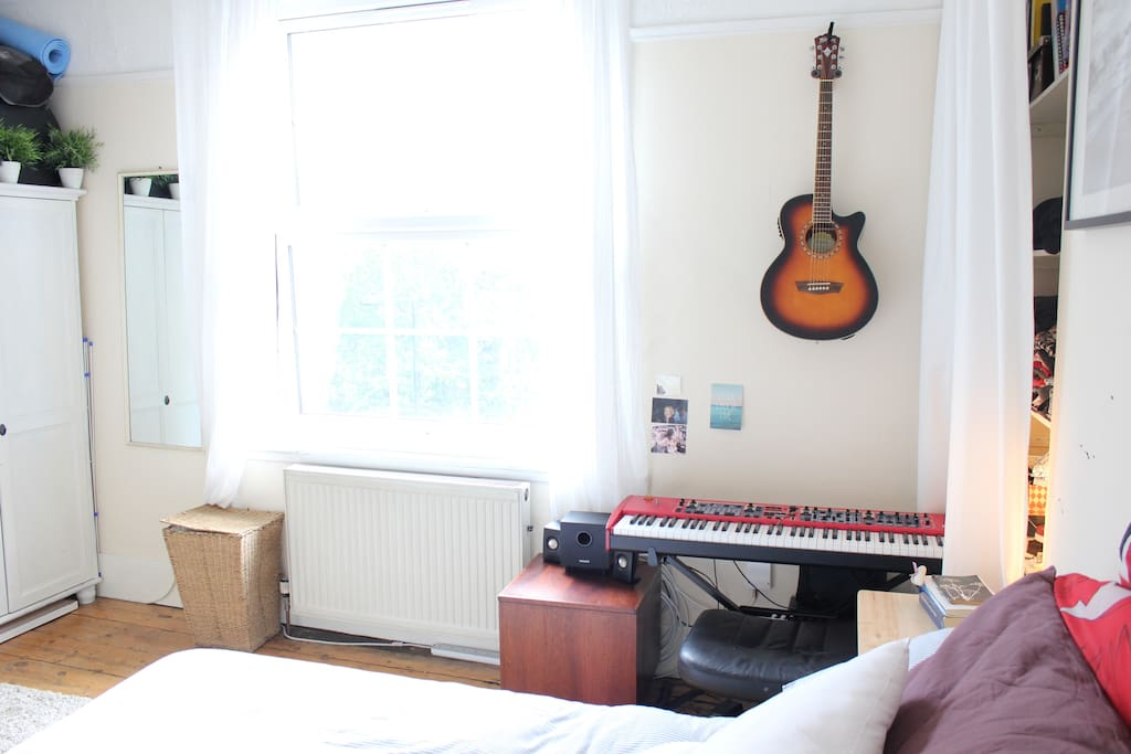 Large bright double glazed, double window. West facing (sun in the afternoon/evening). Has a blackout blind.