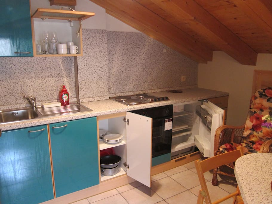 The kitchen is well-equipped for cooking (stove, oven, fridge), incl. tea kettle,  coffee-maker and basic cooking supplies