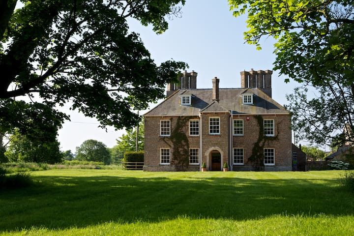 Beautiful Luxury Dorset Farmhouse in huge grounds