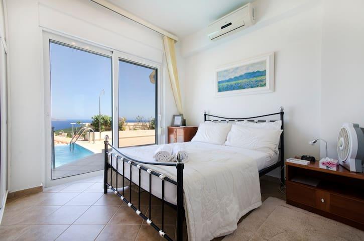 Harmonia Luxury Villa - Stunning Views - Plaka - Bed & Breakfast