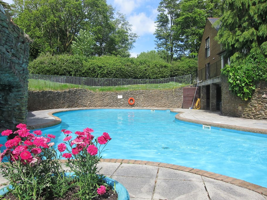 Outdoor pool (heated from mid May)