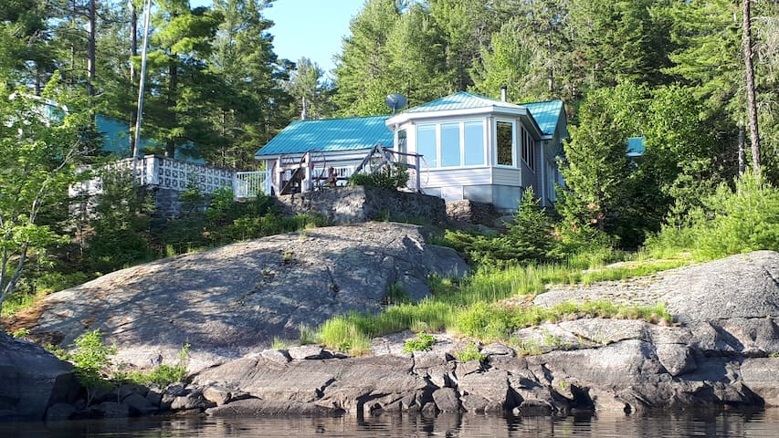 Waterfront cottage on Wolseley Bay, French River
