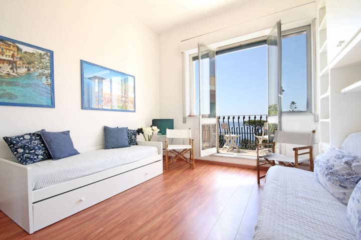 Flat at Residence Vittoria-Top Floor-Sea View-Pool - Genua - Wohnung