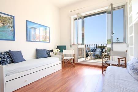 Flat at Residence Vittoria-Top Floor-Sea View-Pool - Genova