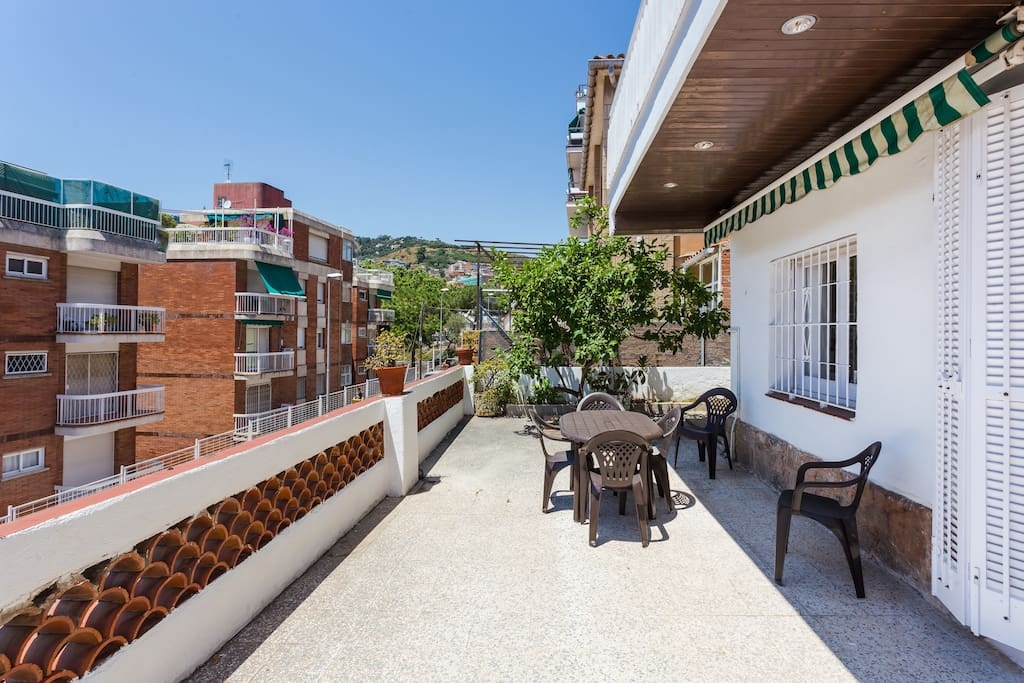 Soleada casa de 8 dormitorios cerca del park g ell casas en alquiler en barcelona catalunya - Casas en alquiler cerca de barcelona ...