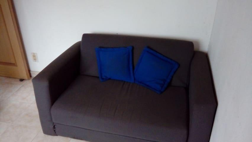 Sofa cama para 2 personas.