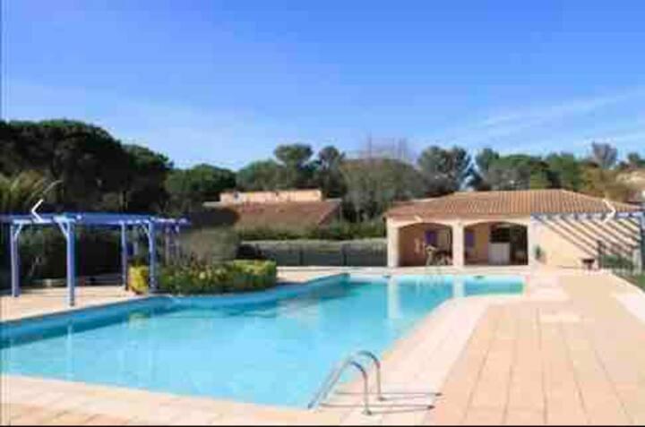 Charmante maison dans une résidence avec piscine