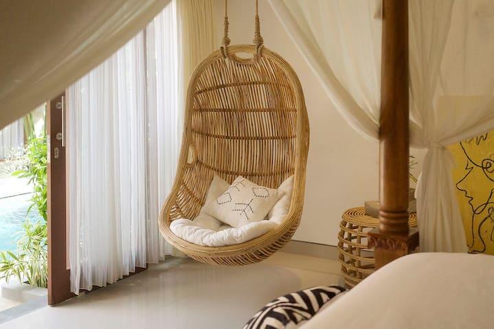 Paralia villa・ Room 02・swimming pool・swing・art
