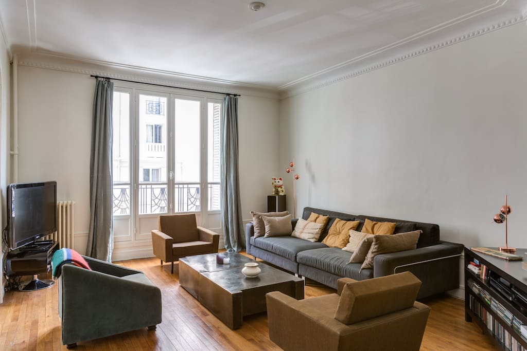 Bel appartement hausmanien appartements louer paris for Appartement atypique a louer ile de france