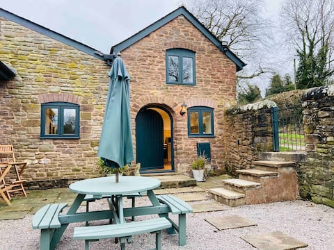 Stylish & Rural -  3 Bedroom  Country Cottage