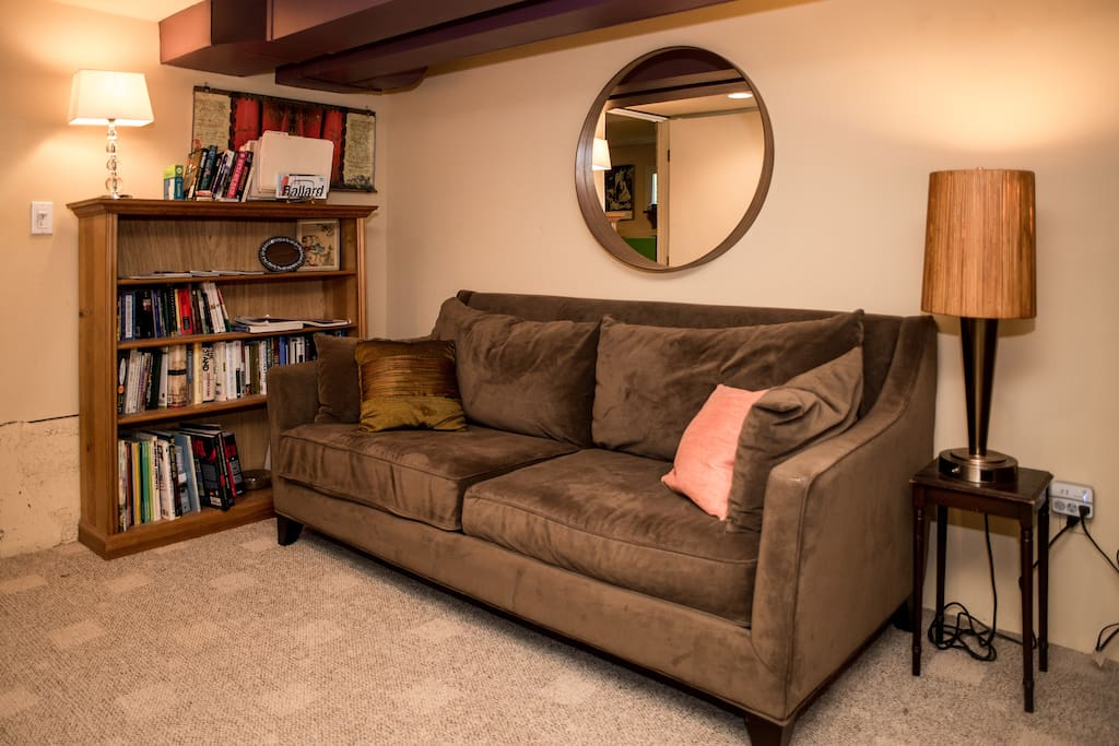 The main guest room also includes a full-size couch for relaxing and a bookcase stocked with various guidebooks about Seattle and the surrounding area. If needed, the couch can transform into a comfortable bed for smaller people (though we have beds for up to 6 people).