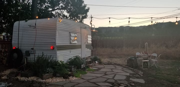 Cozy Vintage Trailer in Wine Country