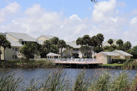 Charming condo for easy living beach and lake side