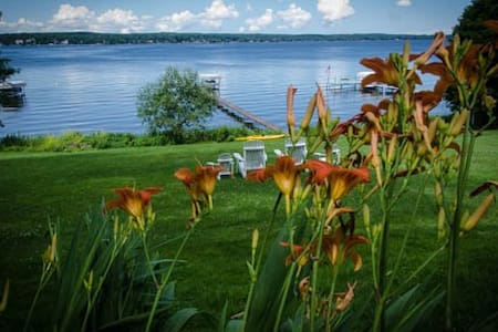 Beautiful Lake Chautauqua Cottage