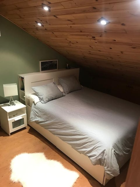Next to Airport!King double bed+Private Bathroom