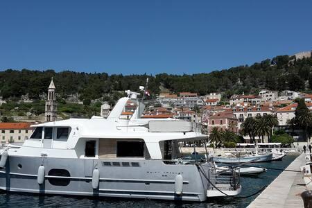 Cruising the Dalmatian Islands in private yacht - Trogir - Boot