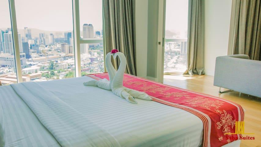 Bedroom / City View