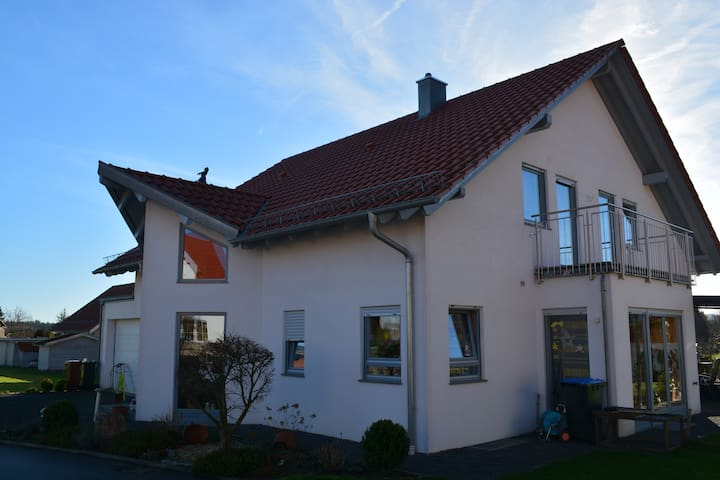 Exklusives Ferienhaus im Luftkurort - Wüstenrot - Rumah