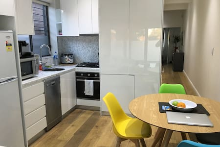 Modern House - Double Bed (New Modern Furniture) - Lilyfield - Dom