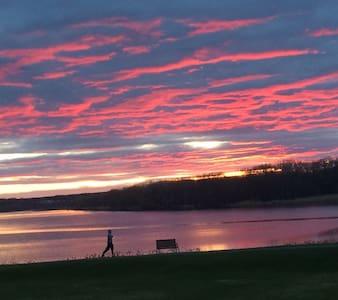 Beautiful river home w/sunset views - Latham