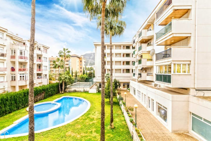 Central & spaceous apartment only 200m from beach