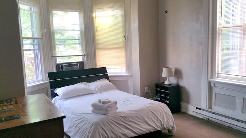 sunny 1 bedroom apartment apartments for rent in philadelphia