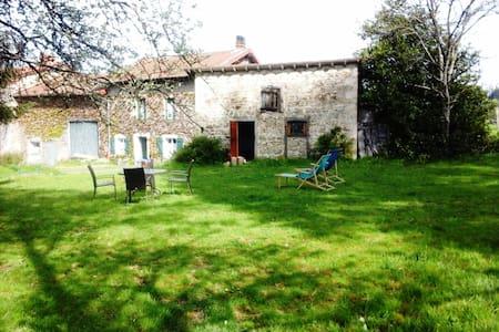 OLD ORIGINAL FARM - Bertignat - Huis