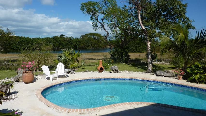 Lakeview cottage relaxation - Freeport
