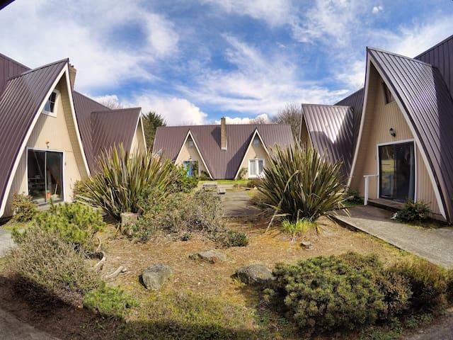 2 Villas in Downtown Ocean Shores - Ocean Shores - Villa
