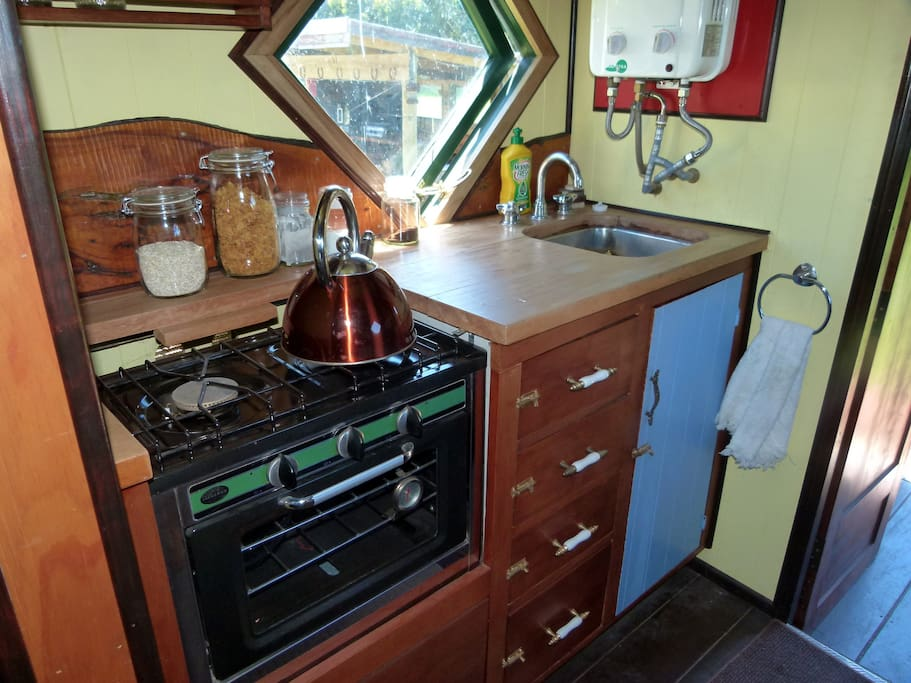 House Truck - small kitchen with gas cooker & oven