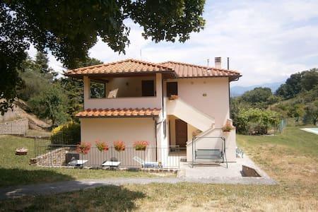 Farmhouse with swimmingpool - vicchio