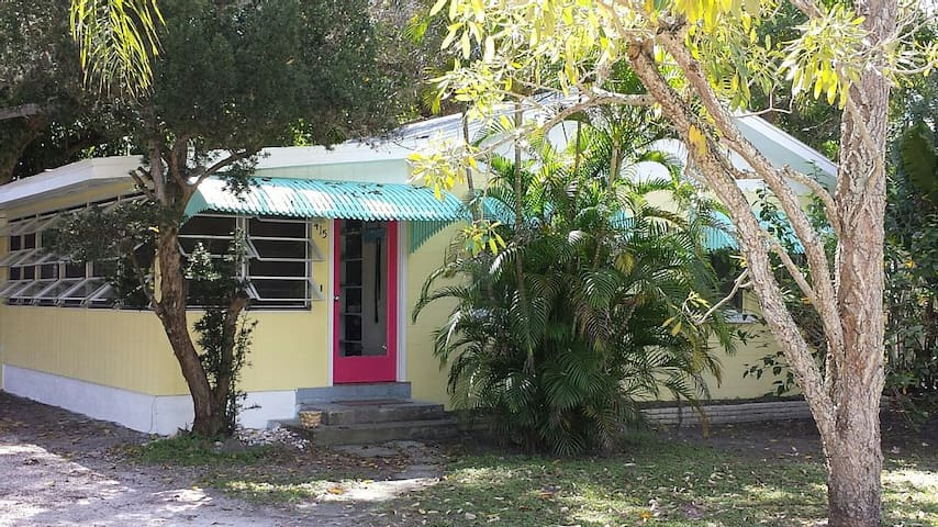 19 Palms. Quaint Old-Florida Charm - Anna Maria - Hus