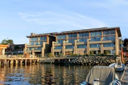 Tofino luxury waterfront loft condo - Tofino - 公寓