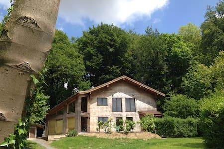 Inposing wooden house - Heuvelland-Westouter