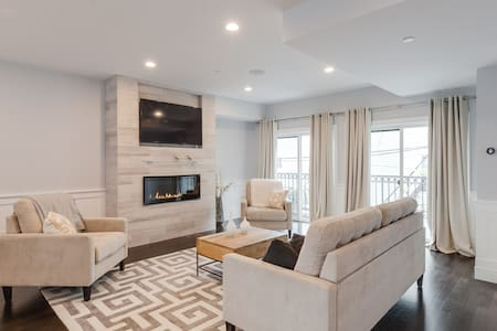 Private Room & Bath-Luxury Townhome - Boston - Townhouse