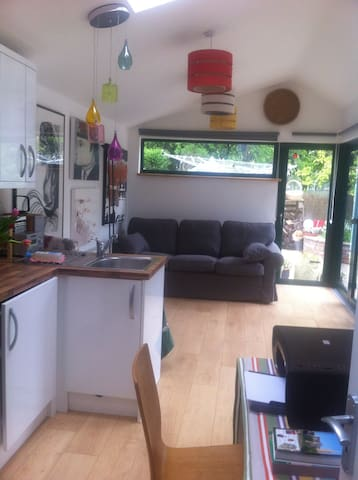APARTMENT/AIRPORT 15 MINS/PARKING - Dublin - Apartemen