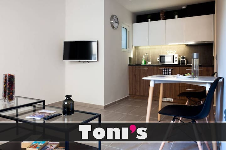 Toni's - Lovely Apartment near Thissio station
